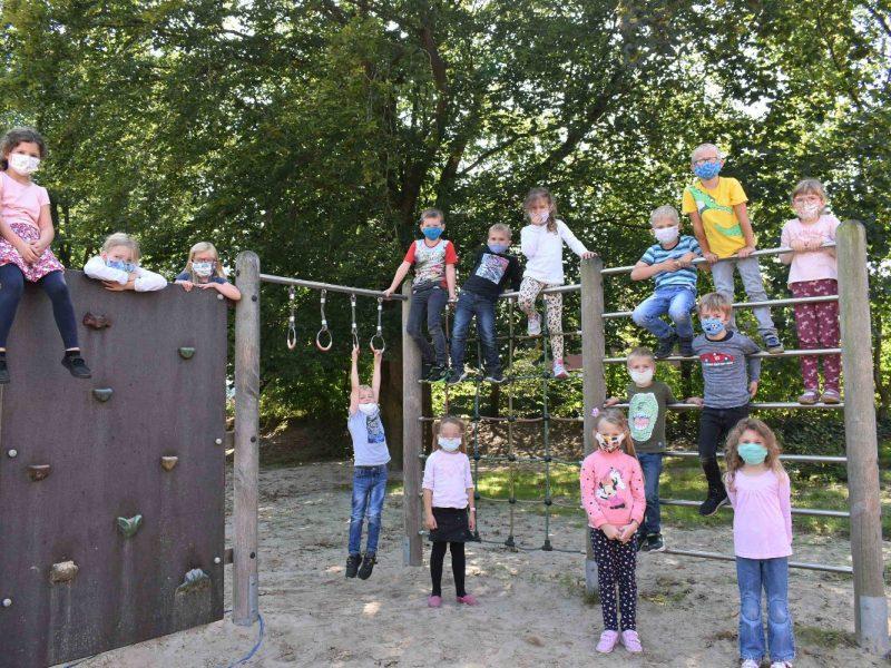 Sechs Kinder fehlen auf dem Bild.