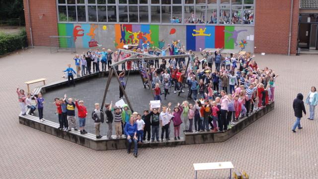 Lehrerinnen beim Sport- und Spielefest im Juli 2012.