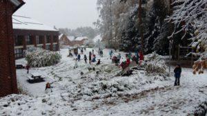 Es schneit, es schneit, kommt alle aus dem Haus... :-)