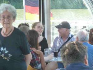Marga Griesbach und die Leiterin der Gedenkstätte Ahlem Stefanie Burmeister